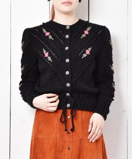 古着ヨーロッパ製 花刺繍 メタルボタン チロルカーディガン 古着のネット通販 古着屋グレープフルーツムーン