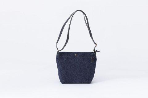 SHOULDER BAG<br>cotton<br>stone wash<br><NAVY>