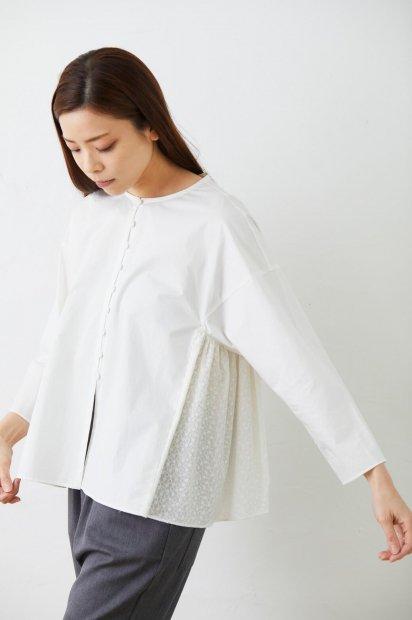 サークル刺繍<br>ギャザーシャツ<br><オフシロ>