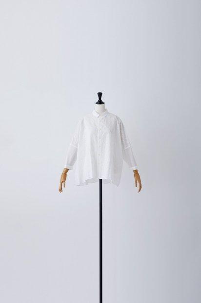 ヴォイクッカ刺繍<br>ビッグブラウス<br>7分袖<br><オフシロ>