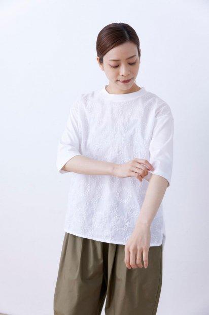波紋刺繍<br>クルーネック<br>7分袖プルオーバー<br><シロ>