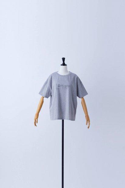 半袖<br>プリントTシャツ<br>【L'Artiste】<br><グレー>
