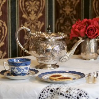 ヴィクトリア時代|華やかで重厚なデザインのティーポット