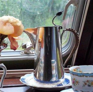 英国屈指の高級デパート ハロッズのコーヒーポット