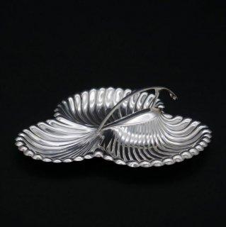 真珠貝のトレフォイルディッシュ