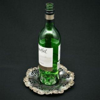 透かし細工が華やかなワインボトルコースター