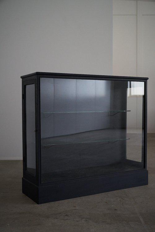 黒ガラス棚