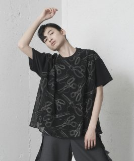 <img class='new_mark_img1' src='https://img.shop-pro.jp/img/new/icons41.gif' style='border:none;display:inline;margin:0px;padding:0px;width:auto;' />LAYERED T-SHIRT