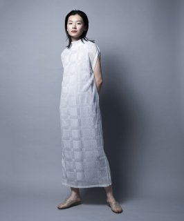 <img class='new_mark_img1' src='https://img.shop-pro.jp/img/new/icons41.gif' style='border:none;display:inline;margin:0px;padding:0px;width:auto;' />SHEER PLEATS DRESS