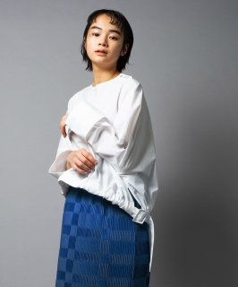 <img class='new_mark_img1' src='https://img.shop-pro.jp/img/new/icons41.gif' style='border:none;display:inline;margin:0px;padding:0px;width:auto;' />MIRROR BUCKLE BLOUSE