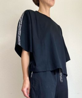 <img class='new_mark_img1' src='https://img.shop-pro.jp/img/new/icons13.gif' style='border:none;display:inline;margin:0px;padding:0px;width:auto;' />【ONLINE STORE 限定】TAPE T-SHIRT