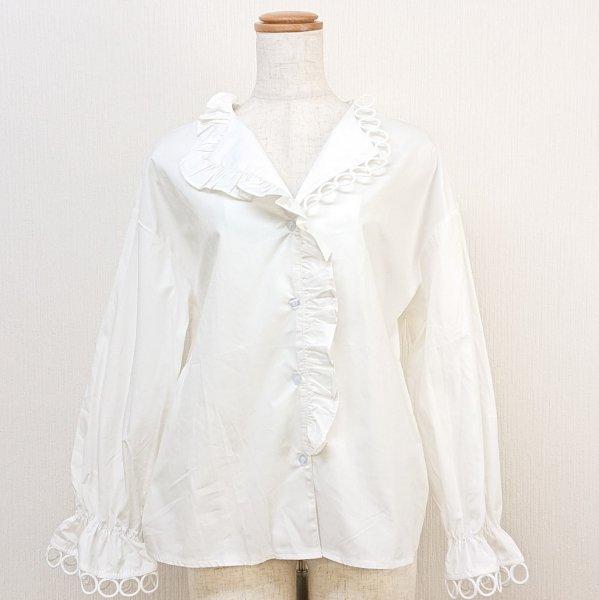 アシンメトリーな襟シャツ