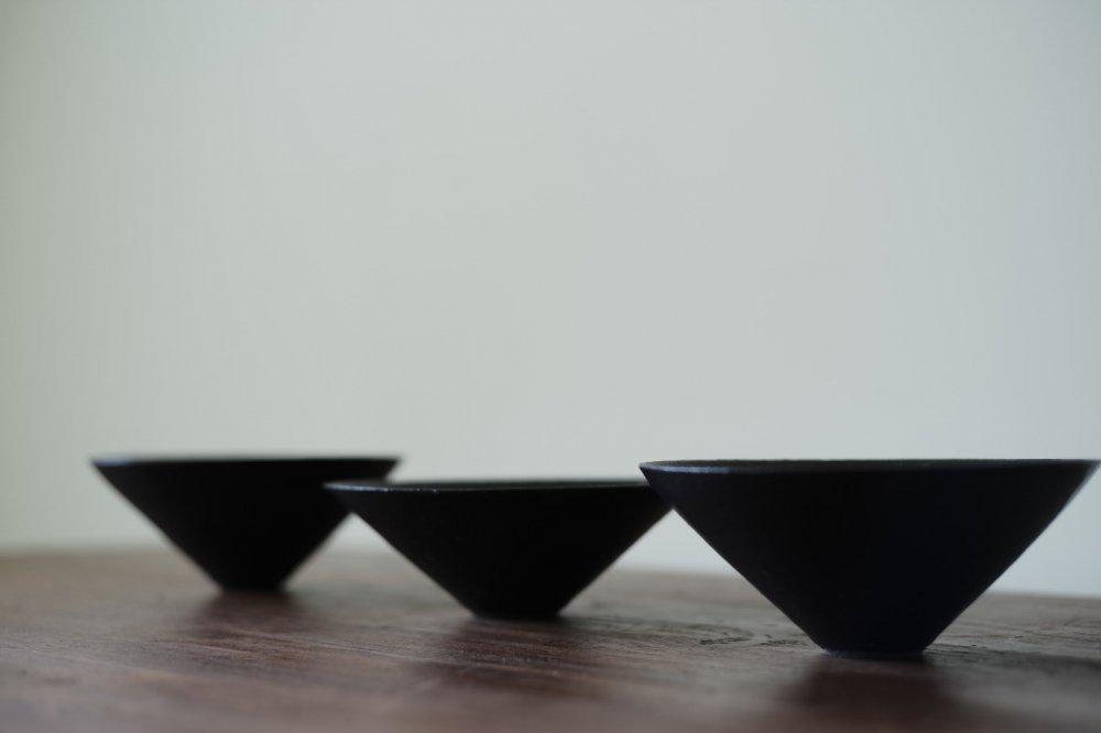 吉田直嗣 三角鉢 鉄釉