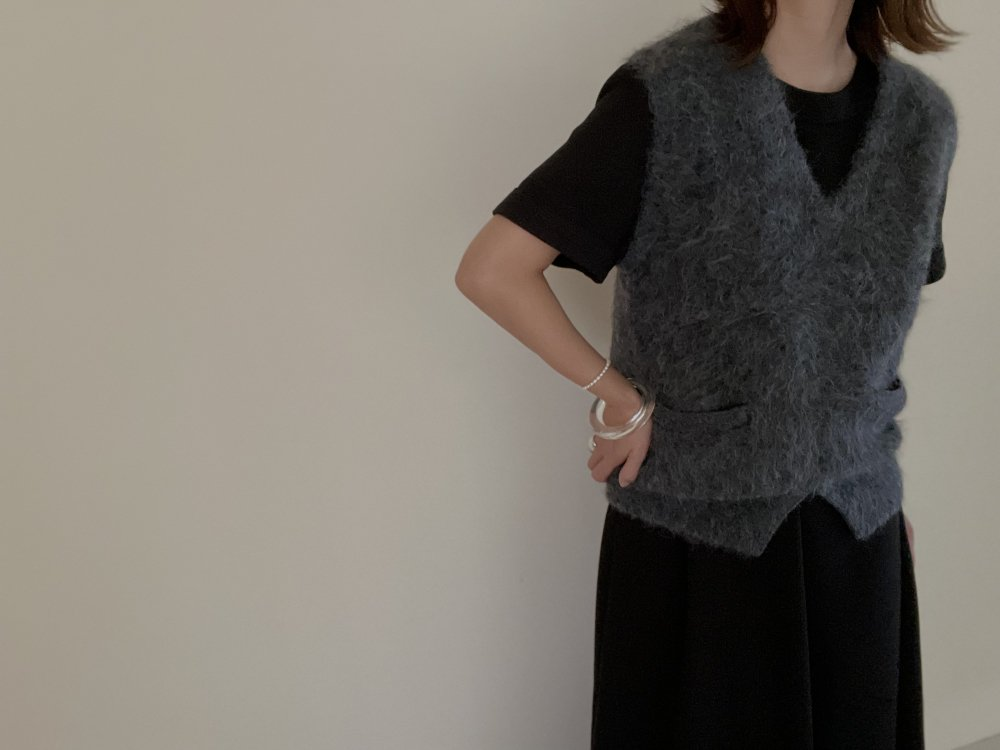 JUN MIKAMI shaggy alpaca v-neck vest (GRAY)