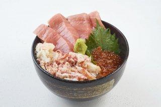 【送料無料】豊洲海鮮丼の3種の贅沢セット(4〜5人前)うに、いくら、中トロが入った、豊洲市場の海鮮丼セットをご自宅でお楽しみいただけます!