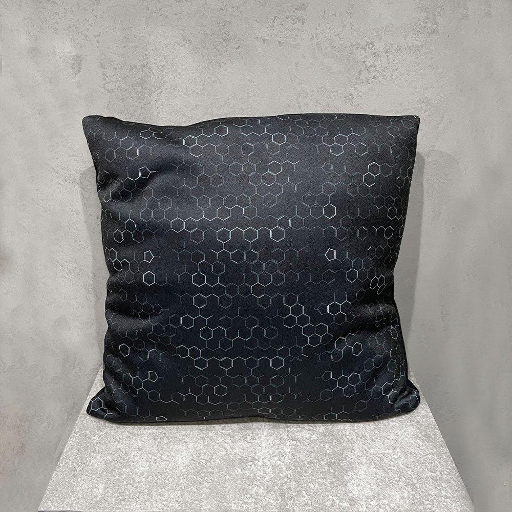 kakuremi / kagakushiki cushion M (BLK)