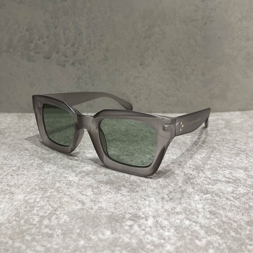 SUS by. SUSPEREAL/  BOX SUNGLASS (CLEARBLK/SMORK)