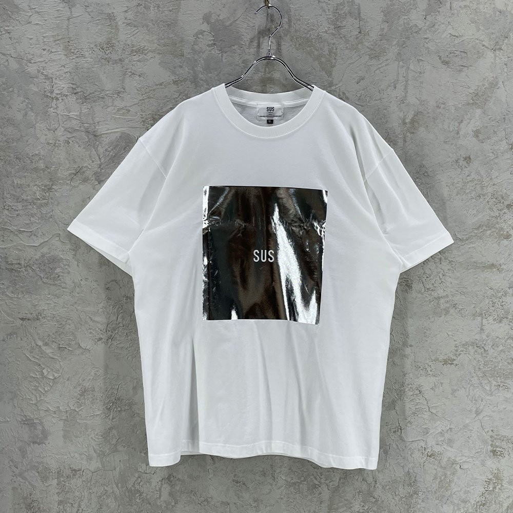 SUS by. SUSPEREAL/ SILVER BOX TEE (WHT/SLV)