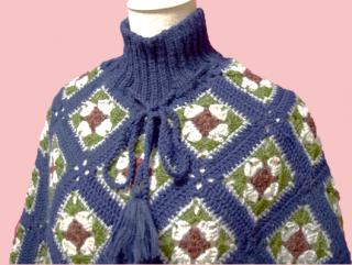 あったか手編みフリンジポンチョ (ネイビー系)