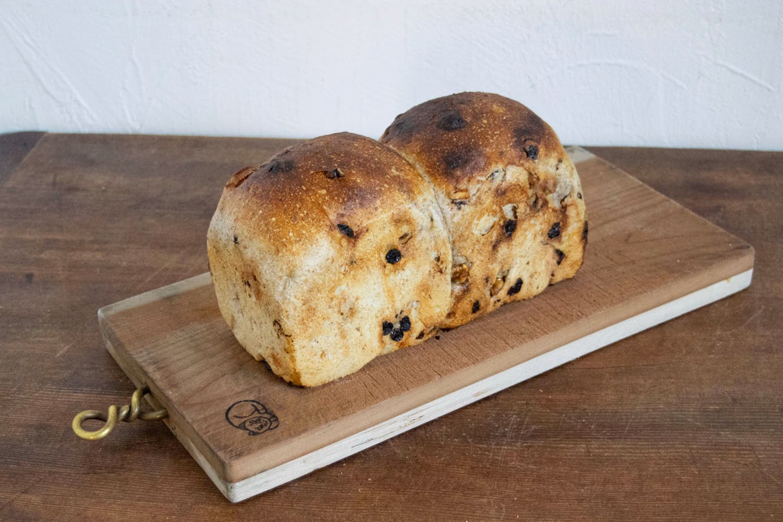 カレンツとナッツ食パン