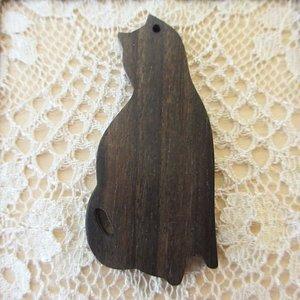 ウッドビーズ kamagong woodネコB 50x23mm 1個 WB0006