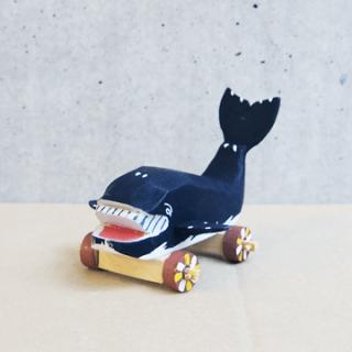 木彫鯨車(小)