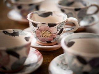 【堂前守人・陶器作品】| 植物文カップ&ソーサー/ツバキ