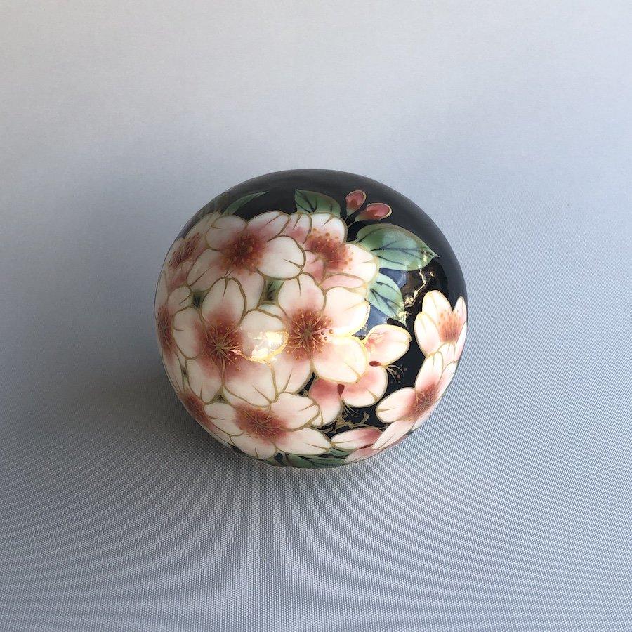 桜庵 〜たまいし.魂石〜| 「花絵付け.桜」 黒地 大・小 〜オンライン工芸展 2021〜
