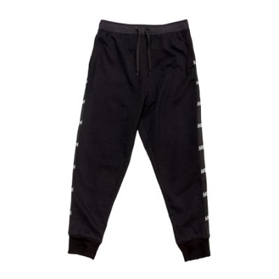 switching pants black