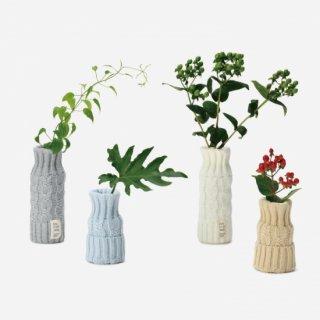 くらしをつつむ / お花をニットでつつむ ペットボトルを花瓶に