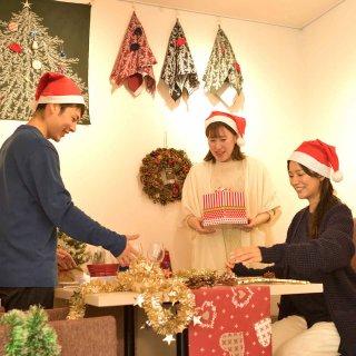 くらしをつつむ / 壁にかけるクリスマスツリー