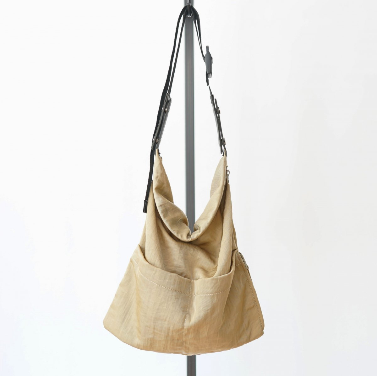 【WHOWHAT フーワット】WRAP BAG S - BEIGE