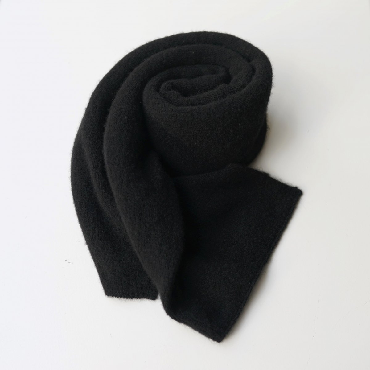【UNDECORATED アンデコレイテッド】PURE CASHMERE STALL - BLACK