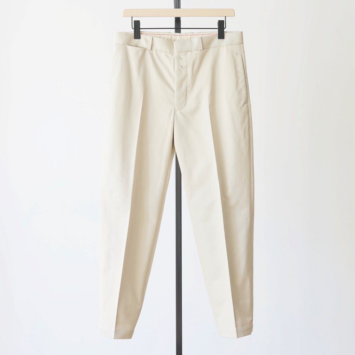 【Scye】SAN JOAQUIN COTTON LOOSE FIT TAPERED TROUSERS - OYSTER BEIGE