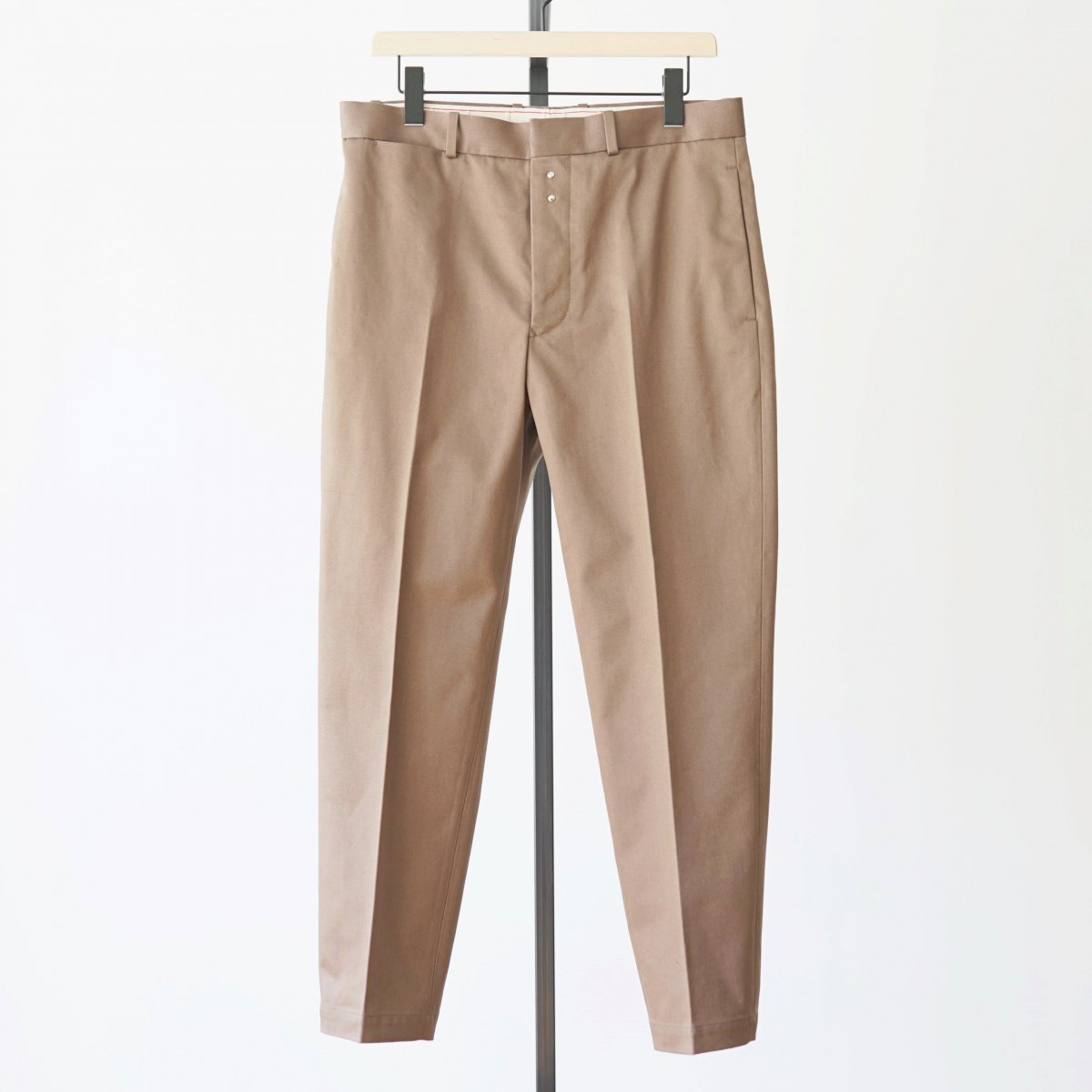 【Scye】SAN JOAQUIN COTTON LOOSE FIT TAPERED TROUSERS - GREYSH BROWN