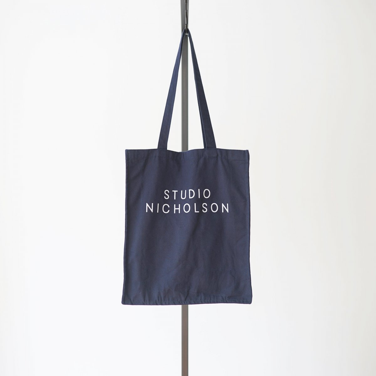 【STUDIO NICHOLSON スタジオニコルソン】COTTON CANVAS THE SMALL TOTE - DARK NAVY