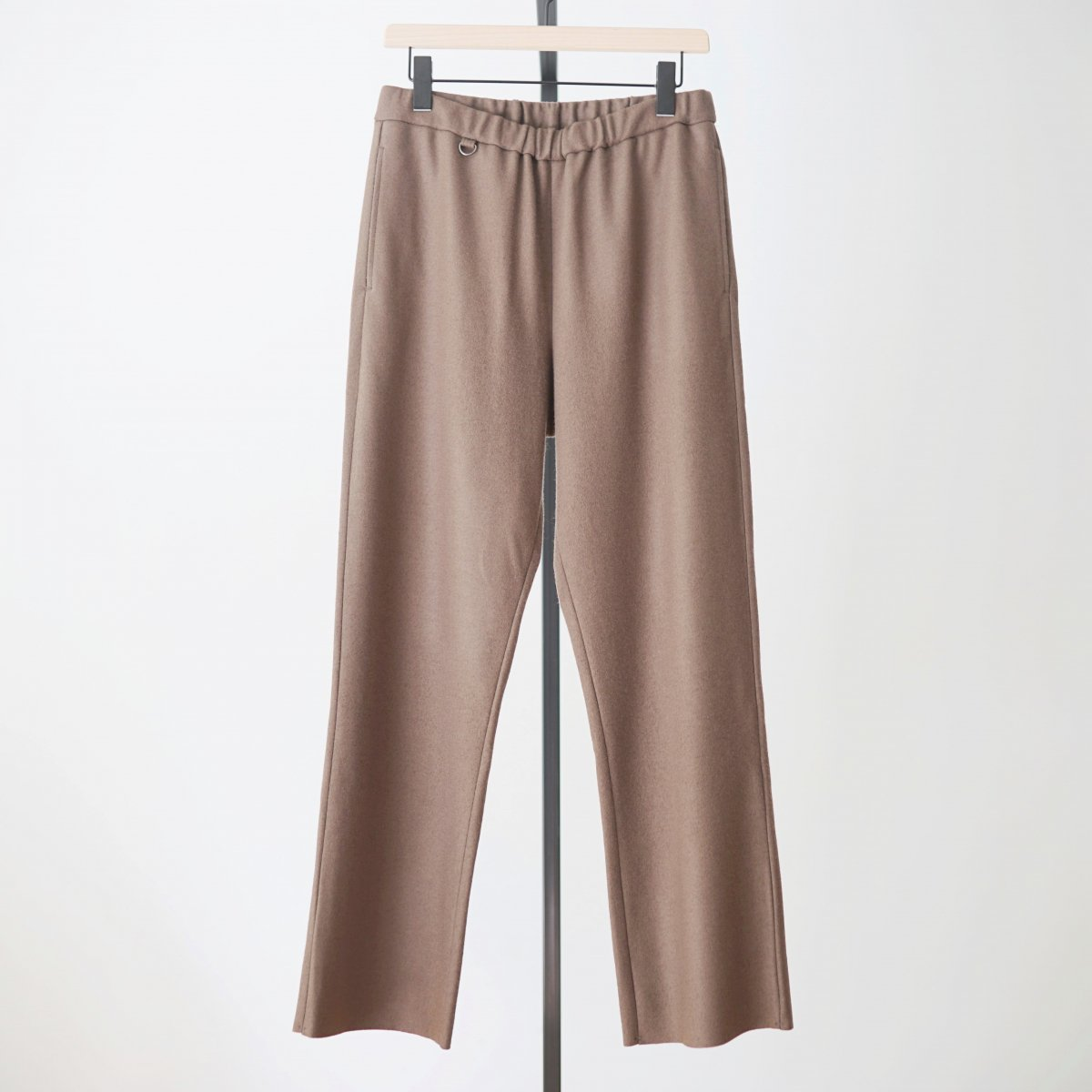 【UNDECORATED アンデコレイテッド】S140 WOOL KNIT PANTS - BROWN