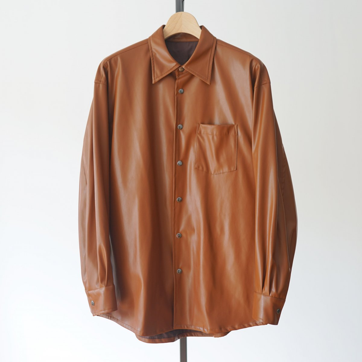【ALLEGE アレッジ】SYNTHETIC LEATHER SHIRT - BROWN