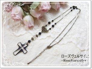 オニキスと水晶のスワロフスキー十字架のゴシックネックレス