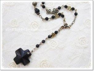 「闇薔薇の聖なる祈り」オニキスと薔薇とお花と十字架のロザリオ風ネックレス