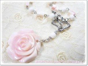 「薔薇姫」クィーンコンクシェル 薔薇 蝶々マンテル ネックレス