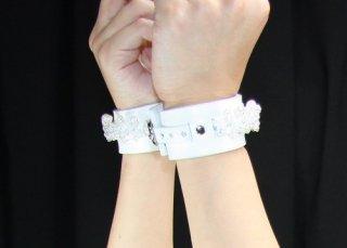 ティアラ18手枷 白×白