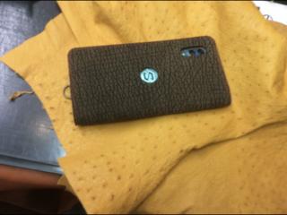 皮の携帯ケース