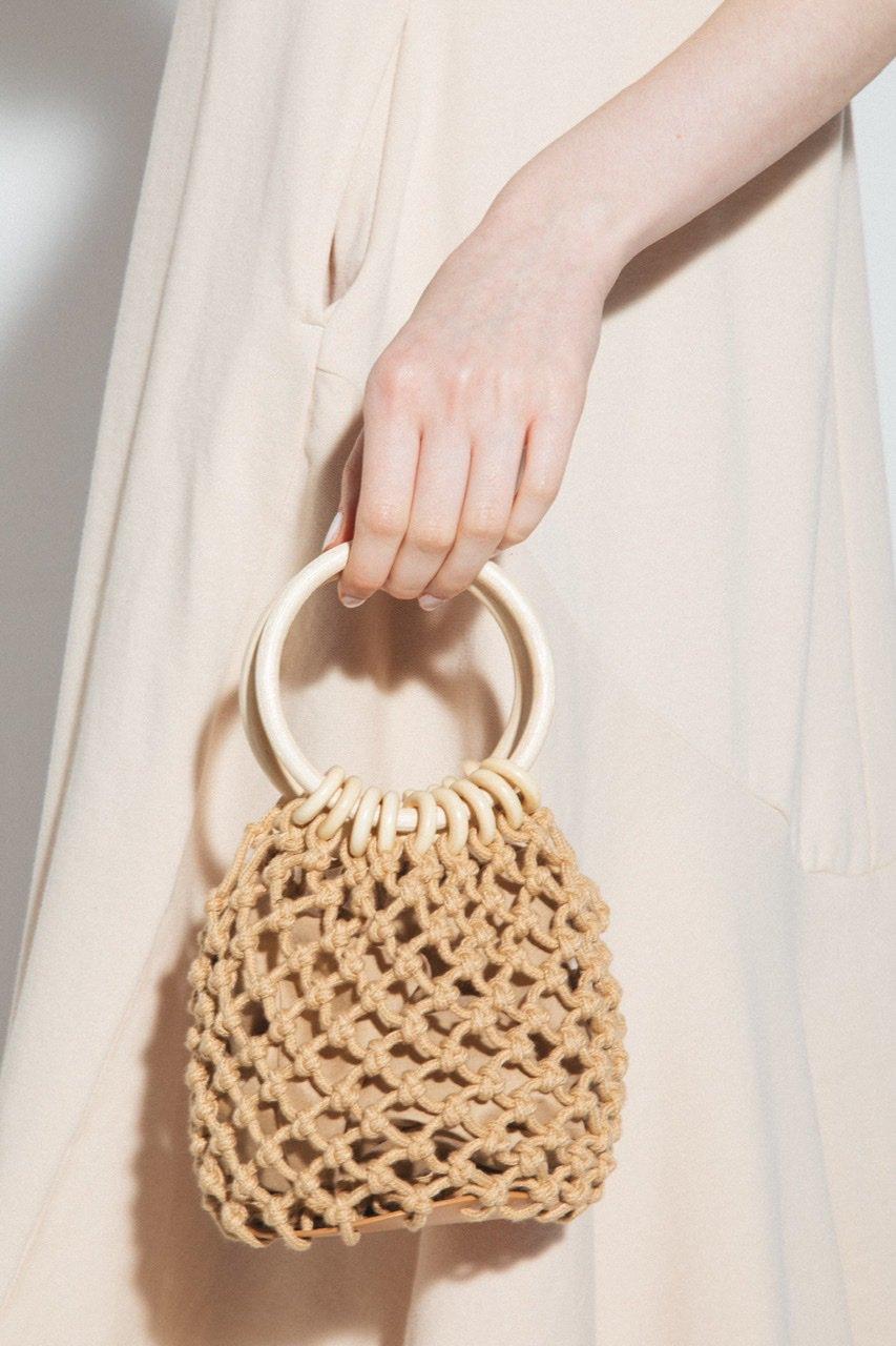 ウッドハンドル編みバッグ