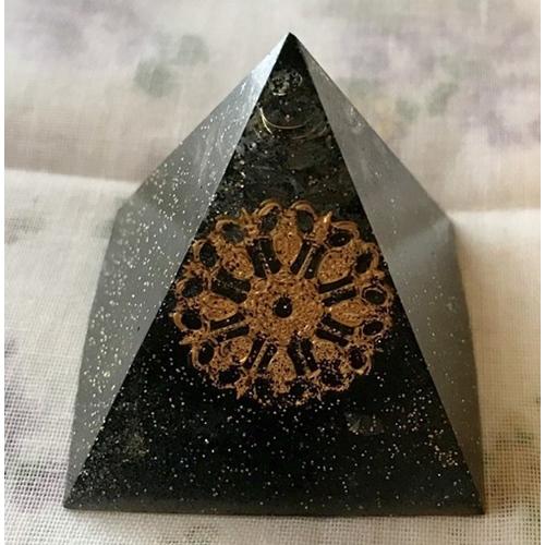 オルゴナイト ピラミッド オブジェ 置物 漆黒(チャーム大)