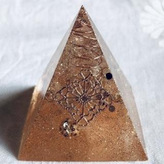 オルゴナイト ピラミッド オブジェ 置物 羽根シリーズ オレンジ