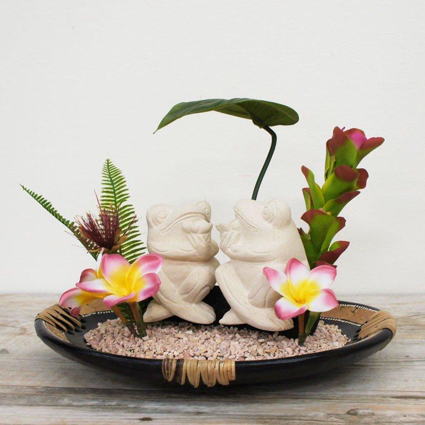 バリカエルと人工観葉植物
