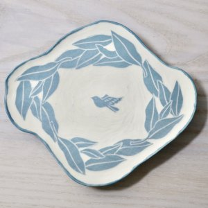 要 美紀 お茶の葉と小鳥皿(水色) プレート