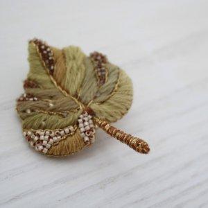 Veriteco  蔦の葉 ブローチ