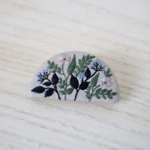 近藤実可子 刺繍ブローチ  garden 2